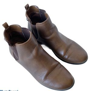 Call it Spring Chelsea Boots size 8.5